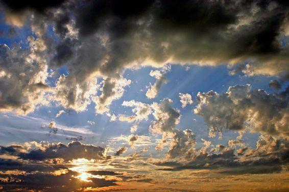 Изгреви и залези: В облаците